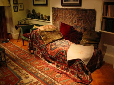 Sigmund Freud's sofa / Photo: Konstantin Binder, Wikipedia