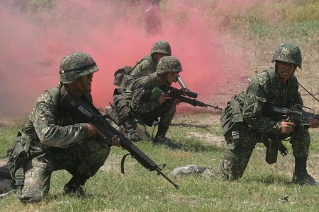Philippine Marines during an amphibious assault training exercise. Image by Wikimedia Commons.