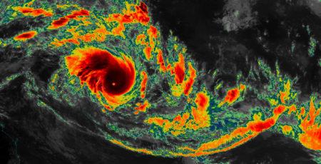 Cyclone Pam nears Vanuatu